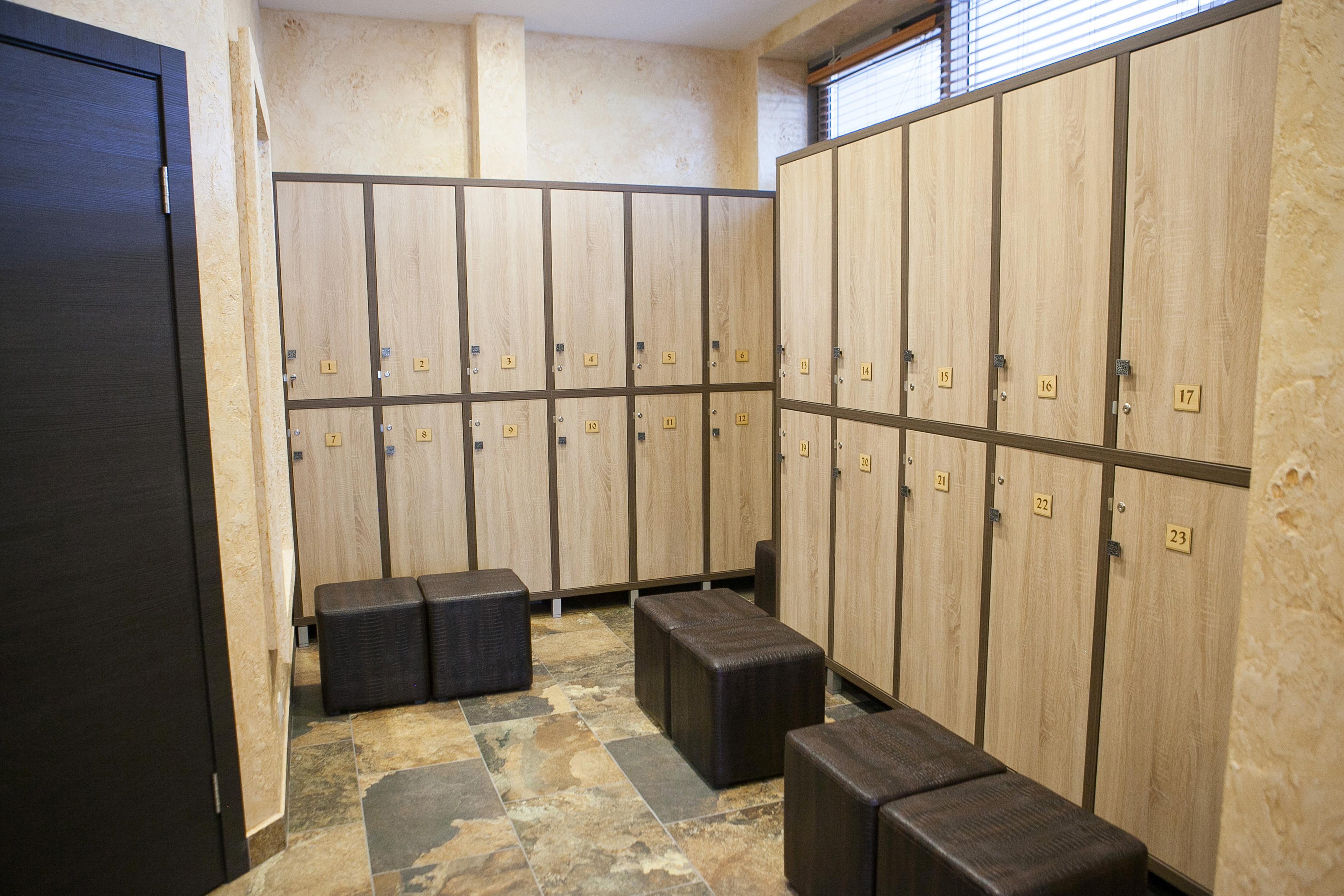 Монтаж мебели в салоне